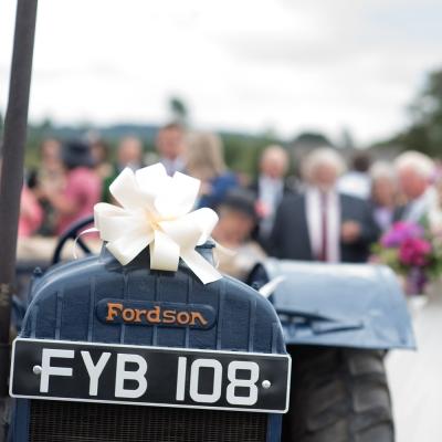 vinatge-tractor-wedding
