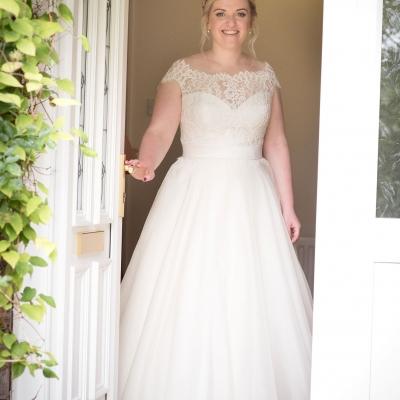 bride-in-doorway