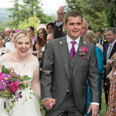 farm-wedding-confetti