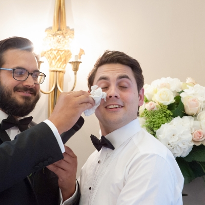fun relaxed grooms speech photos